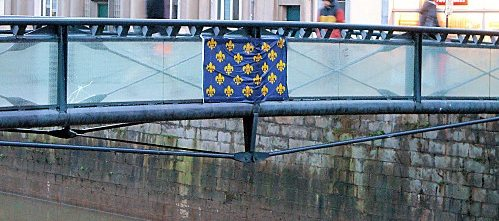 le-drapeau-royal-de-France-sur-la-Vilaine2