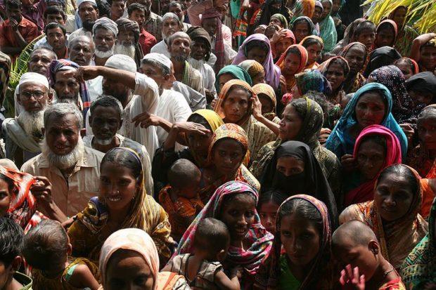 800px-EinwohnerRangabaliBangladesch