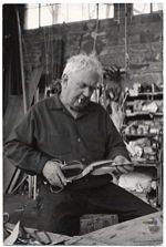 Calder en son atelier de Roxburry (U.S.A.)