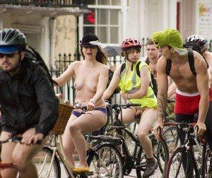 Nude Bike Ride : une des revendications les plus extrèmes...