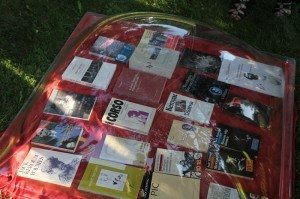 """Des livres """"beat"""" sous cloche (source http://www.maisondelapoesie-rennes.org/)"""