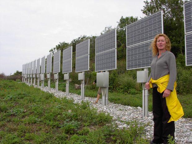 800px-Solar_Panels_On_Hjelm_Island