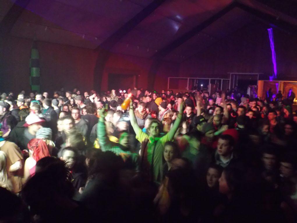 teuf, rave, free-party, québriac, techno, tecknival