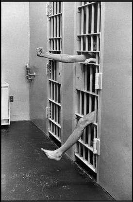 Henri_Cartier-Bresson_brods_prison_leesbury