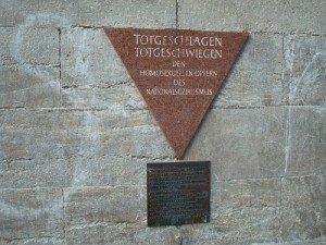 Triangle commémoratif à la déportation des homosexuels dans les camps nazis