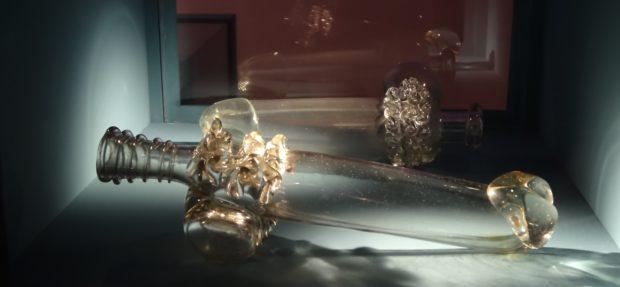 Phallus en verre soufflé, musée de Cluny, Paris