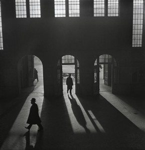 2.-Vishniac_Interior-of-the-Anhalter-Bahnhof-Custom