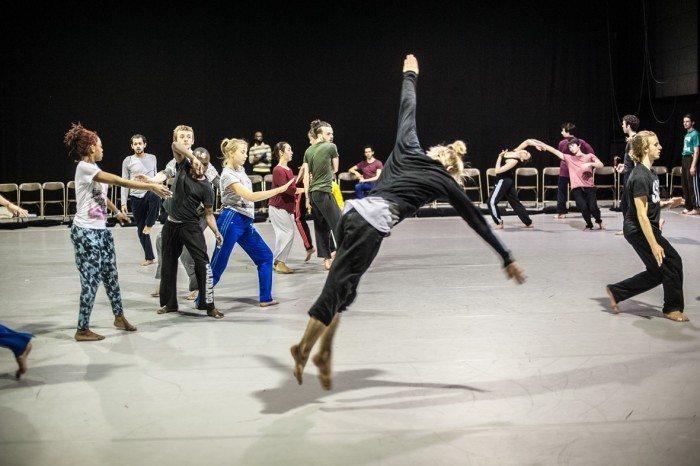 performance des élèves de PARTS photo Bart Grietensbd