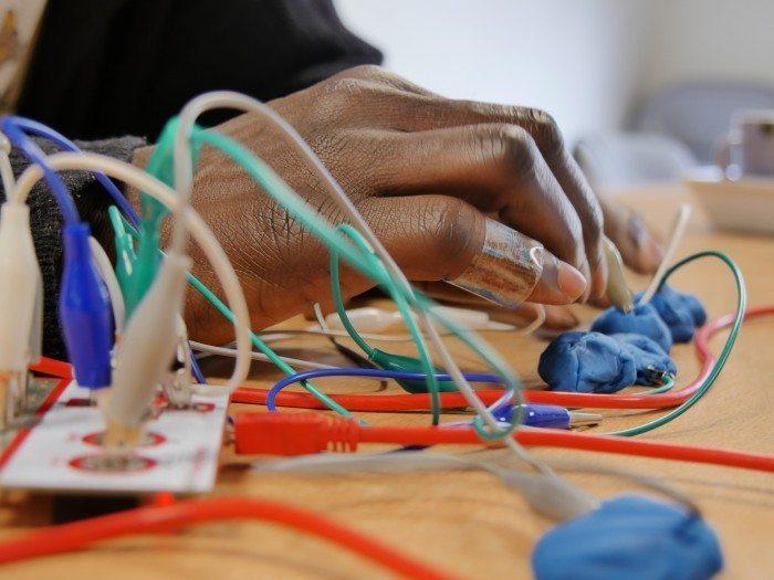 Atelier découverte de technologies - les makey makey - Crédit Aurore Patris