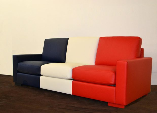 canap bleu blanc rouge un hommage des toiles de mayenne. Black Bedroom Furniture Sets. Home Design Ideas
