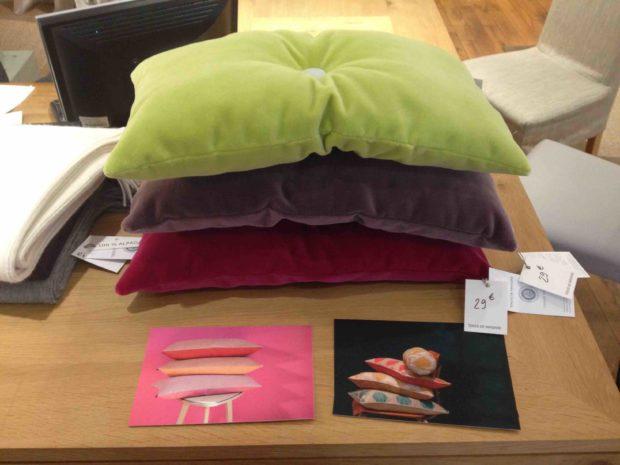 canap bleu blanc rouge un hommage des toiles de mayenne aux victimes du 13 novembre unidivers. Black Bedroom Furniture Sets. Home Design Ideas