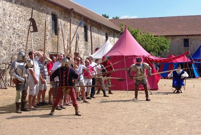 Préparatifs de guerre au château Saint-Mesmin
