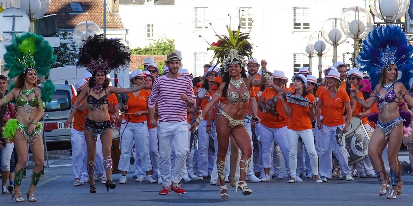 Grand show brésilien avec percussions, danse et chant La Roche-sur-Yon