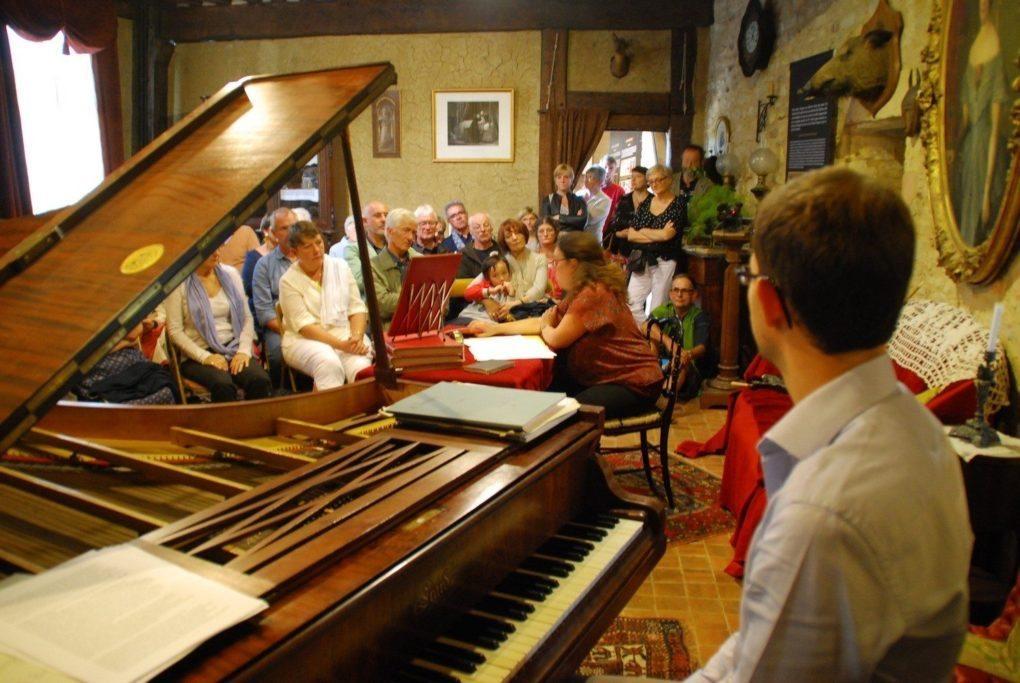 Il était une fois un piano à Crèvecœur... Erard, 1855 Crèvecoeur-en-Auge