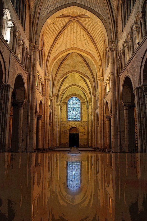 Une autre façon de voir la cathédrale Saint-Julien. Le Mans
