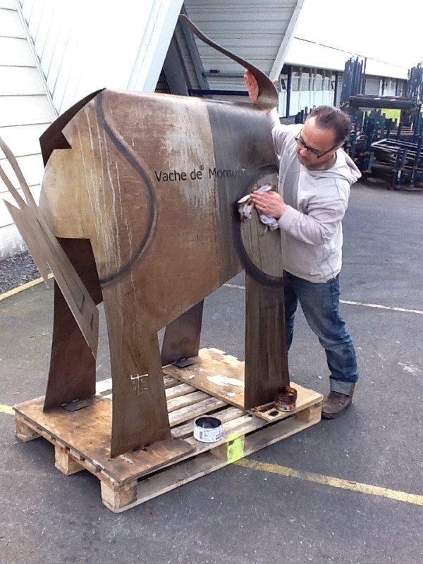 VanLuc démonstration d'une peinture sur vache en métal Coutances