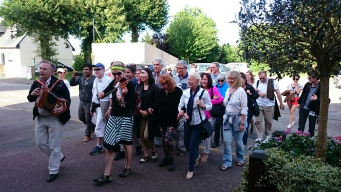 Les chercheurs de l'ICTM invités à Peillac ont eu un aperçu de l'ambiance d'une veillée chantée.