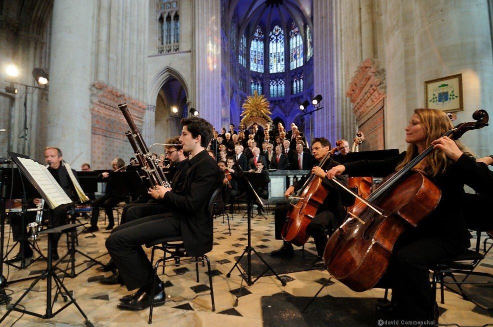 Chœur d'Ukraine Dumka et l'orchestre régional de Normandie Sées