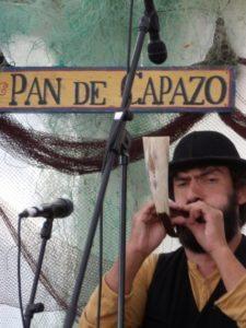 Joueur de corne au stand Galice