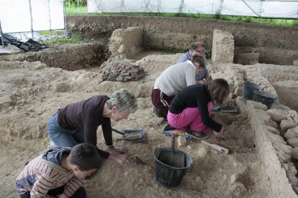 Apprenti archéologue en famille, stage demi-journée. Vieux