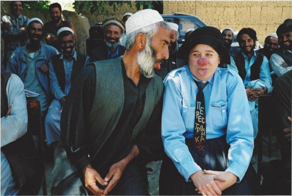 Emma la clown en Afghanistan Plouégat-Guérand