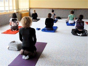 Reprise des cours de yoga : inscriptions par téléphone Saint-Vaast-la-Hougue