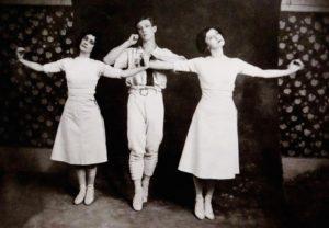 Jeux-de-Dominique-Brun-Compagnie-Association-du-48-Danse-Theatre-des-Bergeries