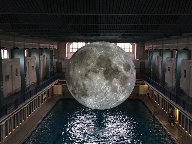 Rennes la lune de retour la piscine saint georges en for Piscine rennes les bains