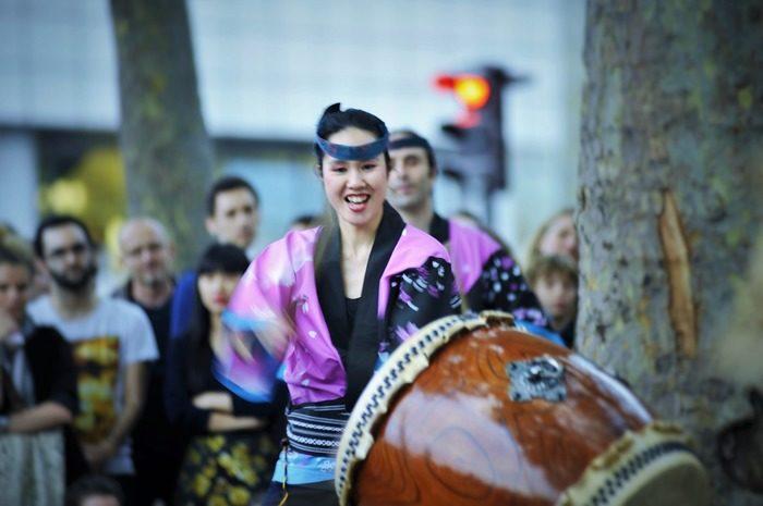 Tambours et danse japonaise Place de la Bastille côté Port de l'Arsenal Paris Paris