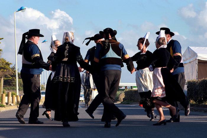 Initiation aux danses bretonnes Saint-Nic
