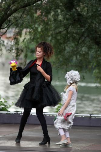 PLACE AUX MOMES : MINE DE RIEN CENDRILLON MENE LE BAL PLOUGASNOU