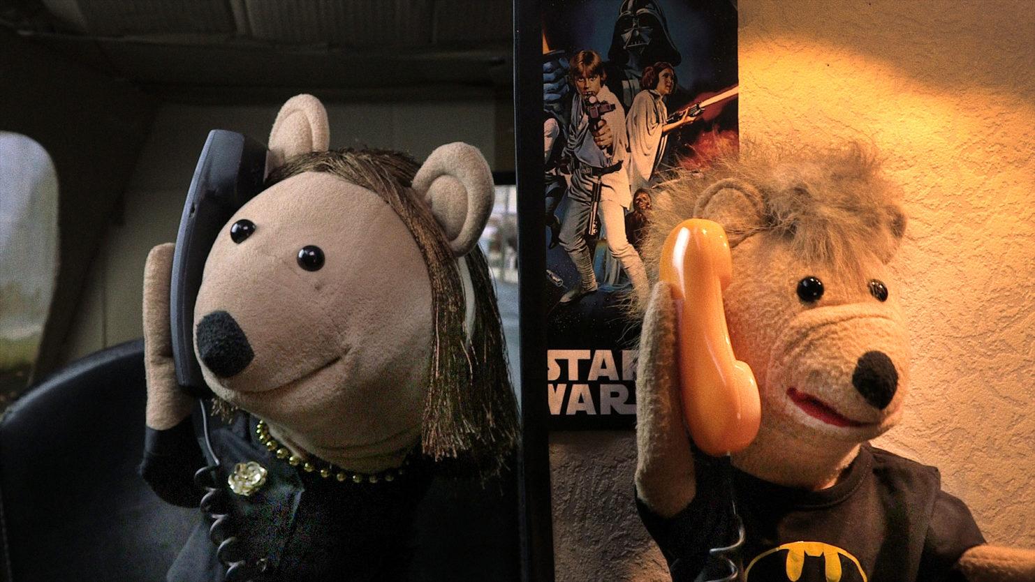 La sociologue et l'ourson marionnettes