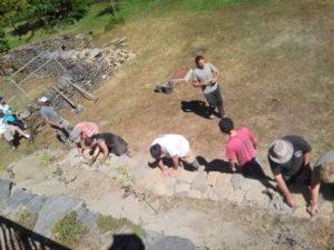Stage d'initiation à la restauration d'un mur en pierre sèche
