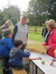 Balade Nature : pommes et mangeoires à la maison des Marais Office de tourisme