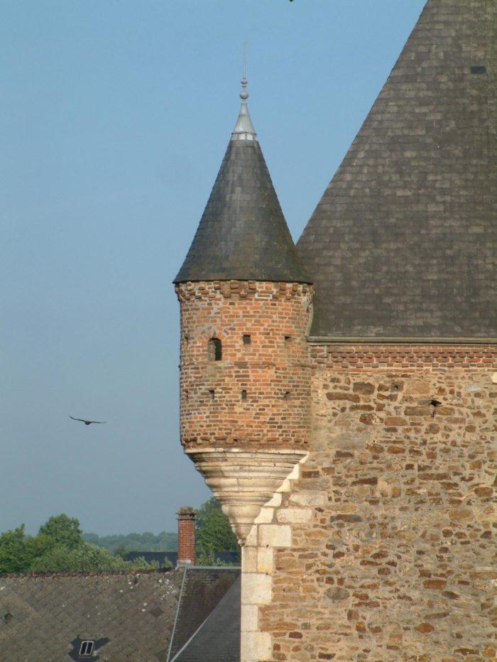 Histoire d'une église fortifiée au cœur de la Thiérache Ardennaise