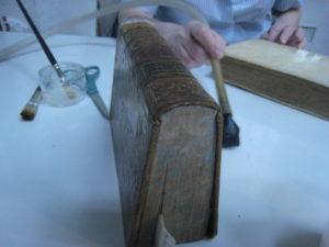 Atelier de réparation de livres Médiathèque Jean-Jacques Rousseau