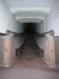 Découverte de la gare basse de l'escalier mécanique Montmorency. Escalier roulant Montmorency
