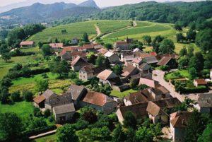 Découverte de l'église et du village de Flaxieu Église Saint-Maurice