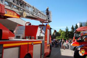 Démonstration avec la grande échelle des pompiers Centre d'incendie et de secours de Troyes