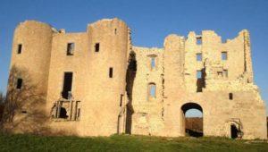 Visite guidée du château de Naucaze Domaine des ruines du château de Naucaze