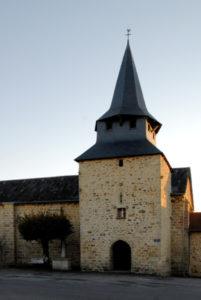 Découverte libre d'une des 18 églises fortifiées du Limousin ! Église de Saint-Genest sur Roselle