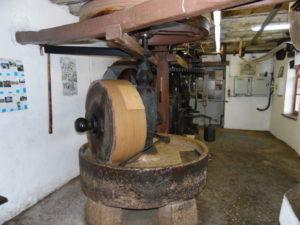 Fabrication huiles de noix et noisettes : de minotier à moulinier depuis 1771. Moulin à huile