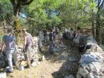 Initiation à la technique de la pierre sèche : mur de soutènement et de clôture Village