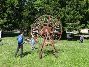 Jardin musical : des instruments de bois géants ! Abbaye d'Ambronay
