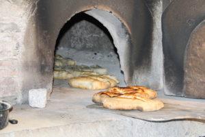 Mise en fonction du four à pains Musée des Arts et Traditions Populaires