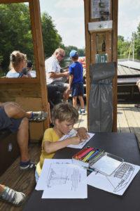 Promenade en famille en bateau sur la Vienne Canal de la Manufacture
