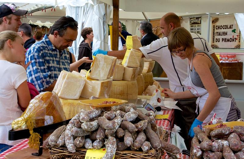 Marché  fermier avec restauration Brantôme en Périgord   2021-07-09