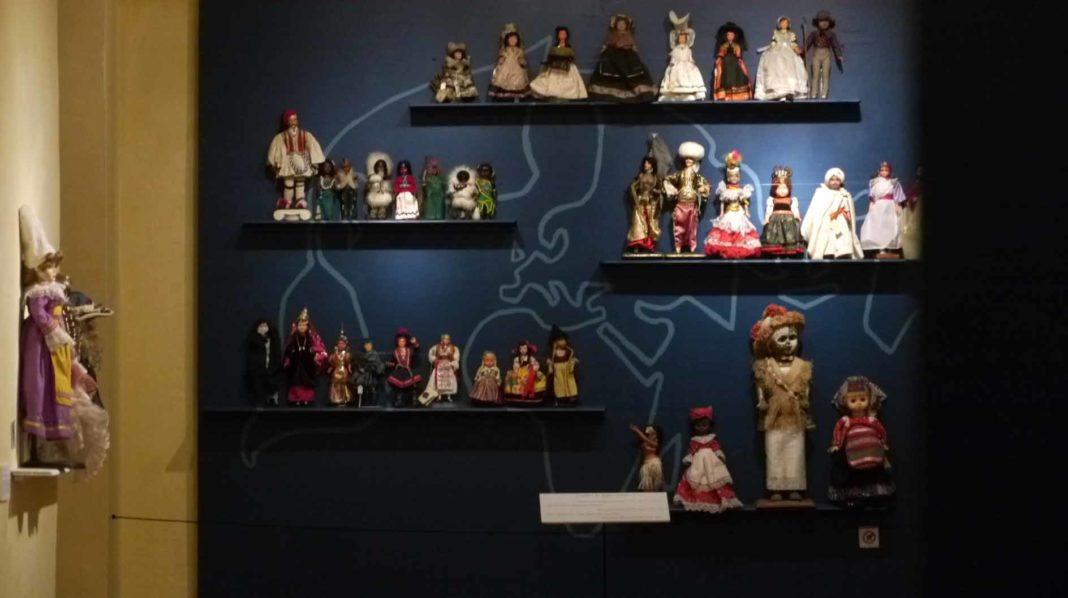 expo poupées vitré