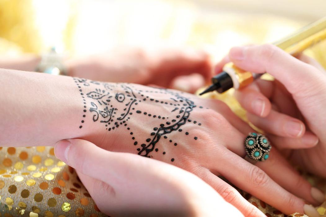 Initiation à l'art du tatouage au henné Institut des Cultures d'Islam - espace Léon