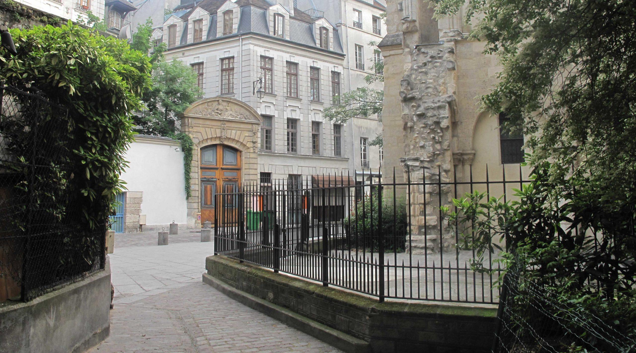 Visite guidée du quartier latin Place de la Contrescarpe Paris